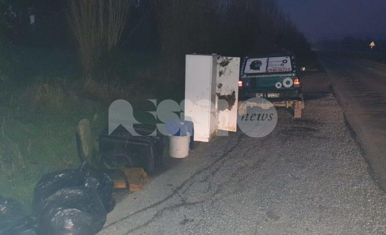 Abbandoni abusivi di rifiuti, a Petrignano scoperta una nuova discarica illegale (foto)