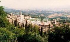 Luoghi antichi e locali storici, ad Assisi c'è chi riapre e c'è chi festeggia