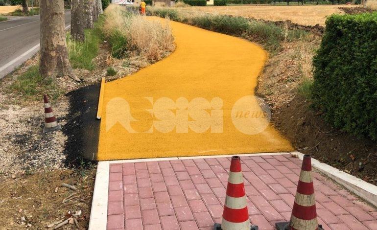 Pista ciclabile a Rivotorto, lavori quasi terminati con 'giallo' sul colore (foto)