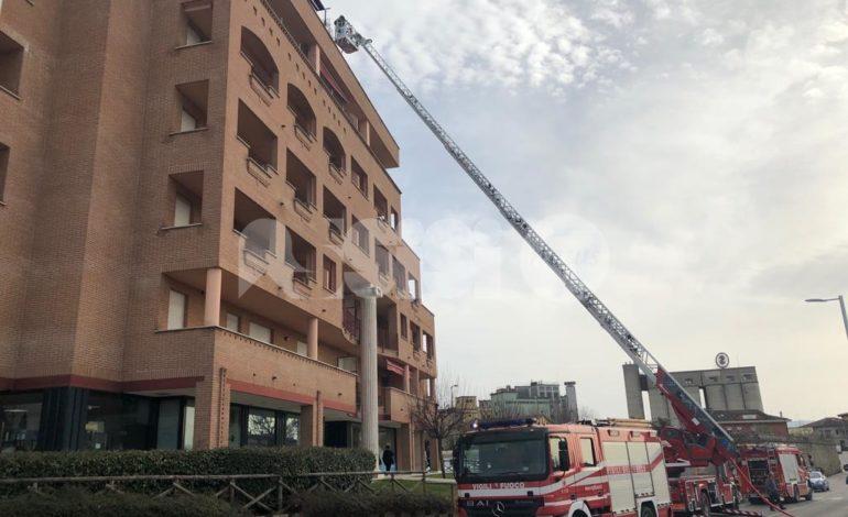 Incendio a Bastia Umbra, paura e curiosità ma nessun ferito (foto+video)