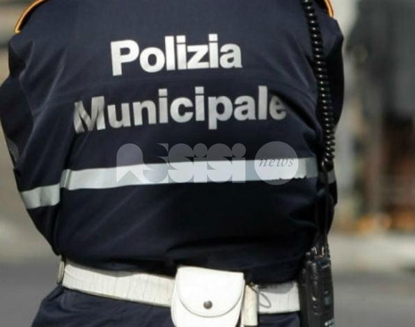 Incidente nella zona di Villa Gualdi, feriti lievemente i passeggeri