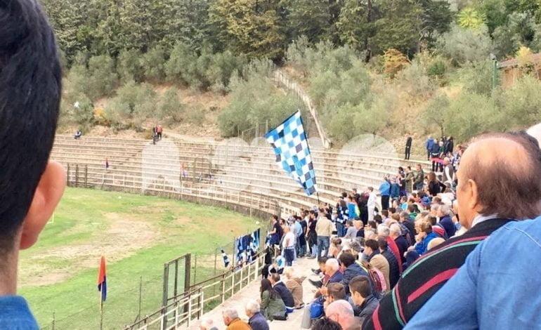 Assisi-Foligno, fumogeno in campo: denunce e Daspo per 5 tifosi ospiti