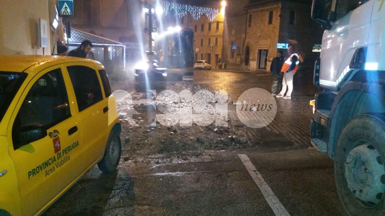 Rotatoria di Petrignano di Assisi, via i sampietrini per ragioni di sicurezza