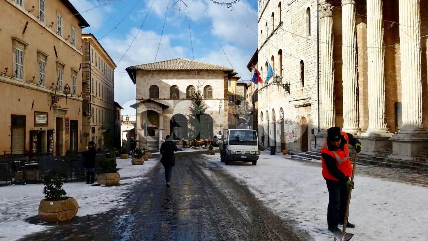 Neve ad Assisi: non mancano i disagi per il ghiaccio e le proteste sui social