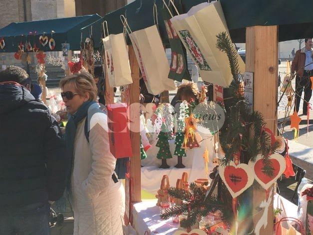 Istituto Comprensivo Assisi 2, successo per i mercatini di Natale