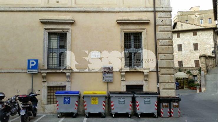 Cassonetti via dal centro storico di Assisi: il piano della giunta Proietti
