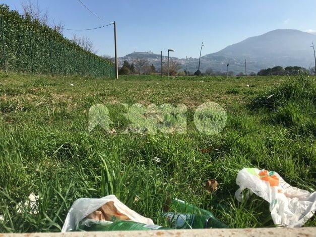 Petrignano di Assisi, piazza e dintorni nel dimenticatoio: la denuncia di Rino Freddii