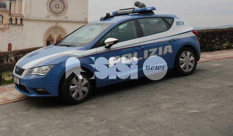 Assisi, ferma un autobus in Piazza Matteotti: ventiduenne straniero denunciato
