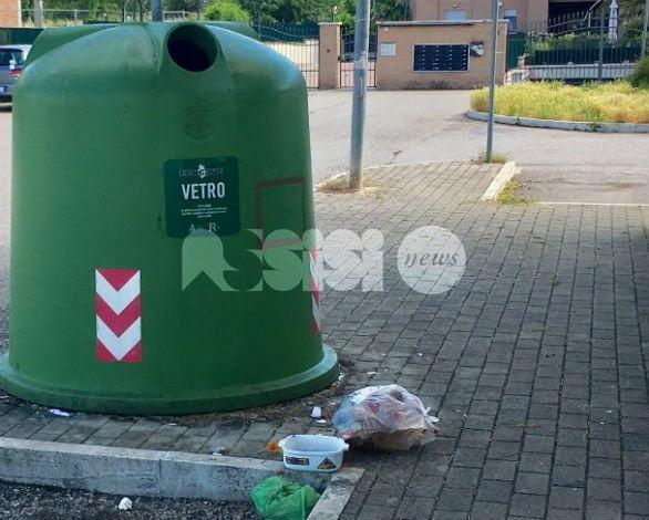 Furbetto dei rifiuti incastrato a Bastia: una denuncia grazie ai controlli