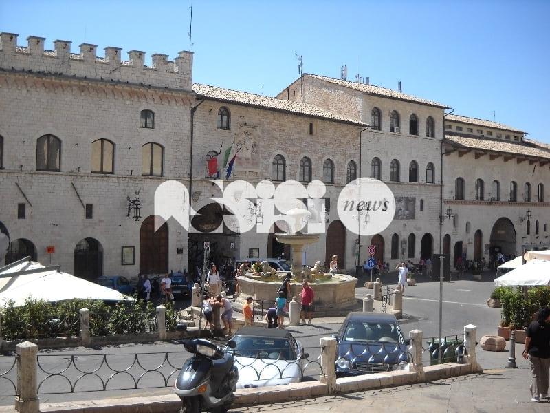 Il Comune di Assisi licenzia la dipendente infedele, il vigile è invece stato sospeso