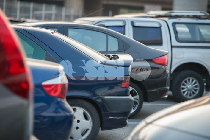"""Parcheggiatori abusivi, due cittadini: """"No ad assurde azioni di forza, si costruisca realmente la pace"""""""