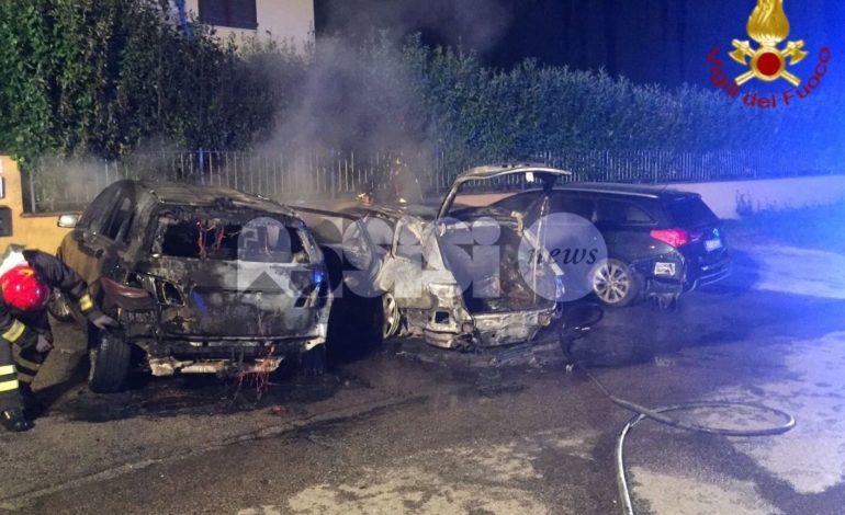 Incendio autovetture a Bastia Umbra, tre auto in fiamme