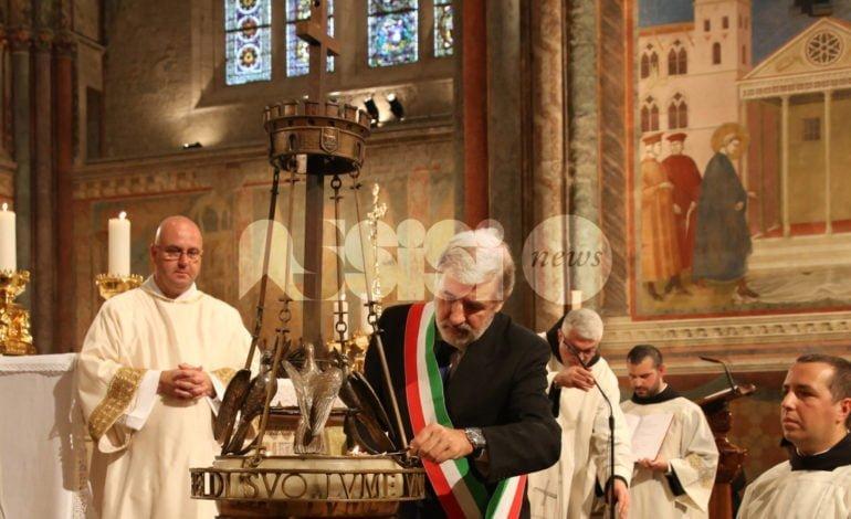 San Francesco 2017, festa ad Assisi: il sindaco di Genova accende la lampada (foto)