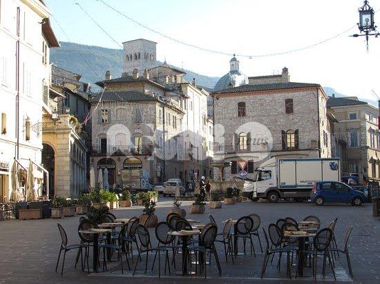 Il Bar Minerva ad Assisi cambia gestione: il saluto di Umberto Rinaldi