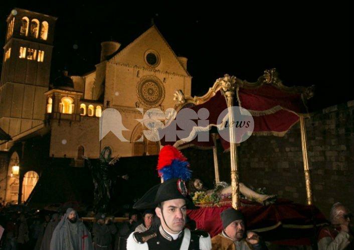 Venerdì Santo ad Assisi 2018, le foto della suggestiva processione notturna