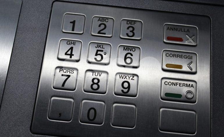"""Disservizio bancomat, i cittadini """"costretti"""" a pagare commissioni altrove: mobilitate le associazioni di consumatori"""