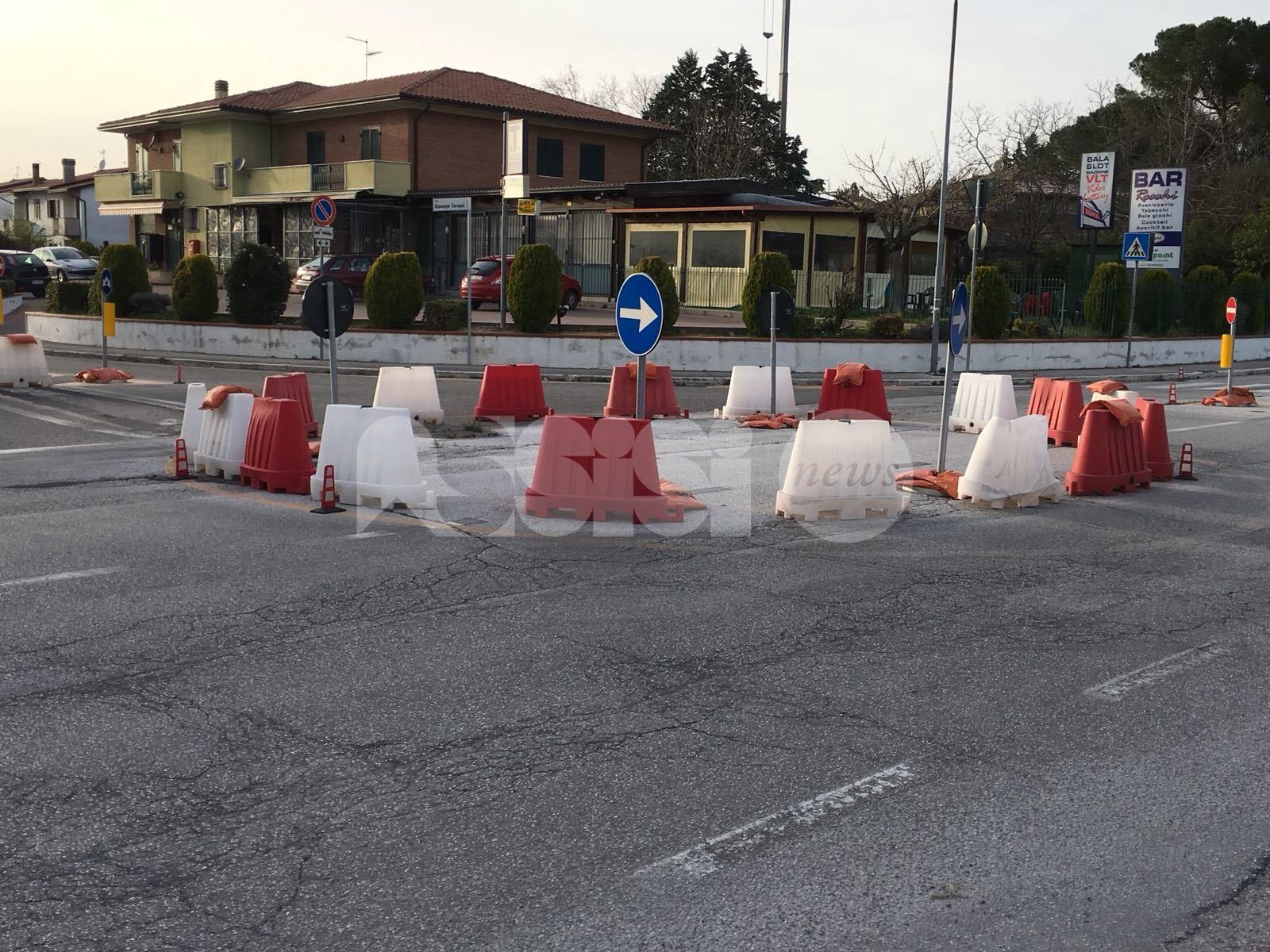 """Mini rotatoria di via Ermini a Santa Maria degli Angeli, Travicelli: """"È provvisoria per sempre?"""""""