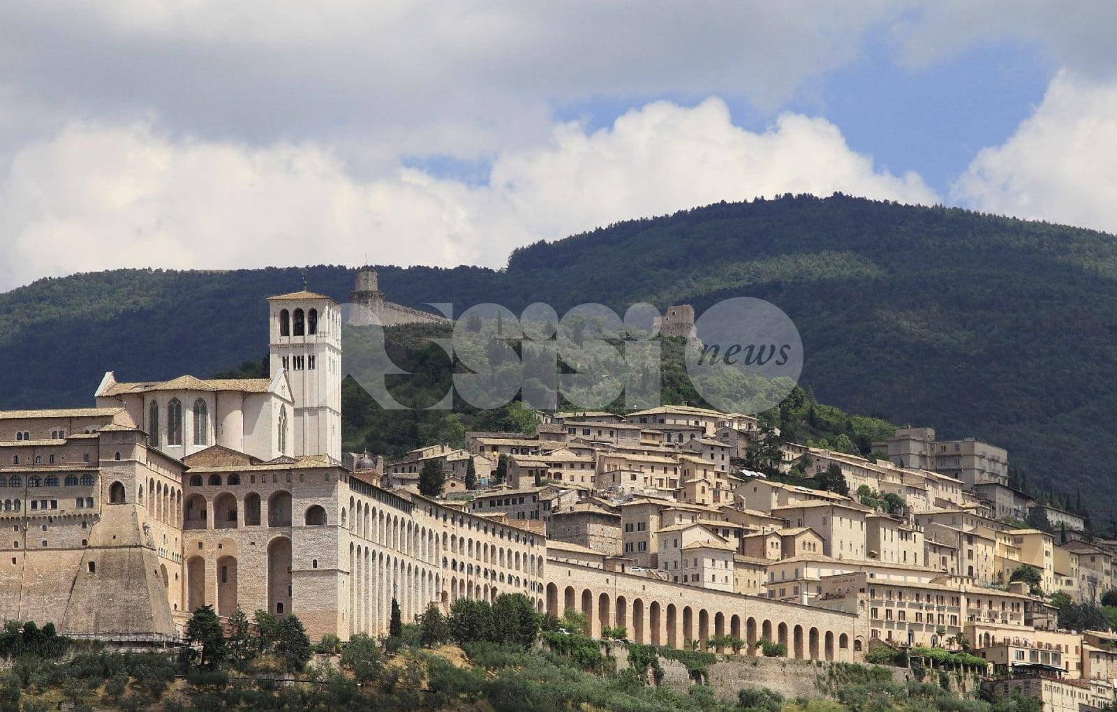 """Mauro Loreti: """"Sì dà di Assisi un'immagine di pace, ma è marketing: assisani pieni di livore"""""""