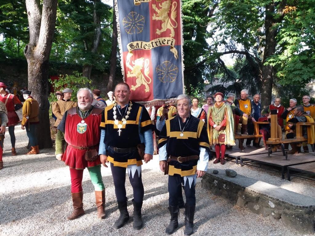 I Balestrieri di Assisi si fanno onore a Sansepolcro: Collare d'oro per Luciano Simonelli