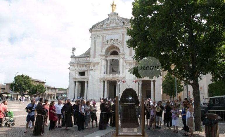 Il Saio di Padre Pio arrivato alla Porziuncola per il Perdono di Assisi