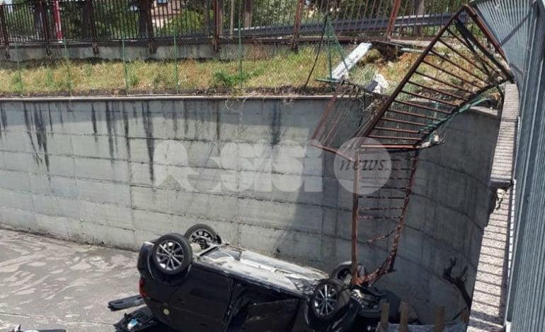 Inseguimento a Bastia Umbra, auto vola giù da un terrapieno: indagini in corso