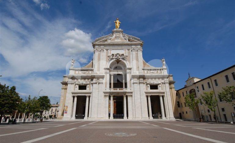 Dà in escandescenze in Basilica a Santa Maria degli Angeli: arrivano i carabinieri