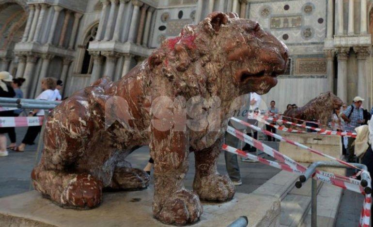 I vandali del Leoncino rischiano l'espulsione dall'Accademia veneziana
