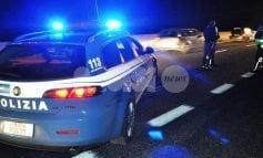 Ubriaco si denuda e minaccia i poliziotti, 34enne arrestato dalla Polizia