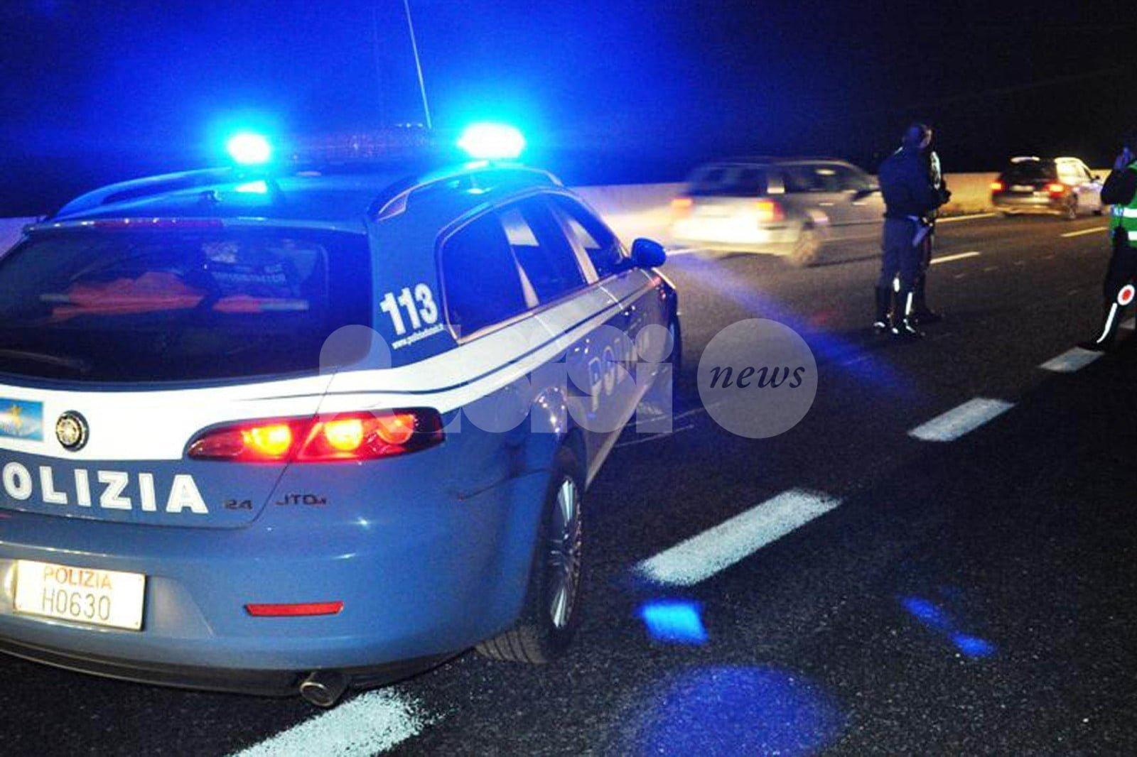 Guida di notte ubriaco e senza patente: denunciato dopo inseguimento