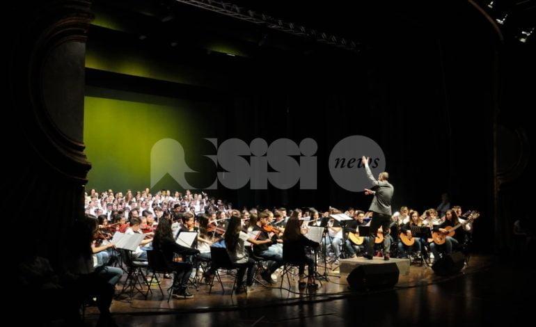 All'Istituto comprensivo Assisi 3 lezioni di strumento musicale e orchestra per gli ex allievi di musica