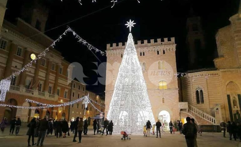 Natale a Foligno 2018, il programma: c'è anche il Babbo Natale più alto d'Europa