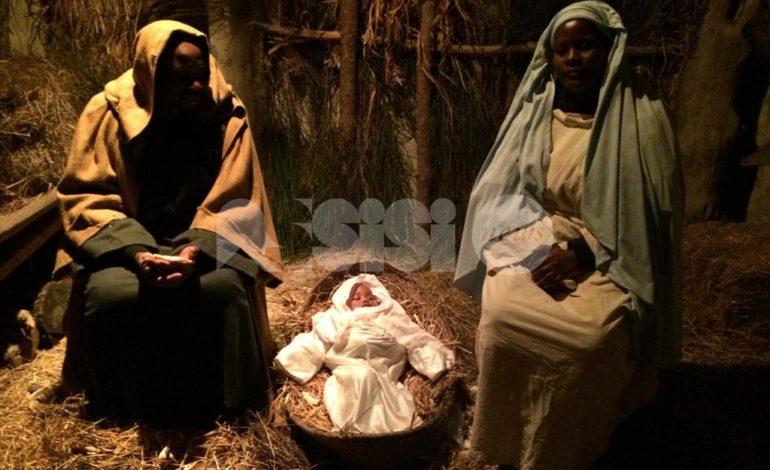 Al presepe vivente di Armenzano 2018 la Sacra Famiglia è africana (foto)