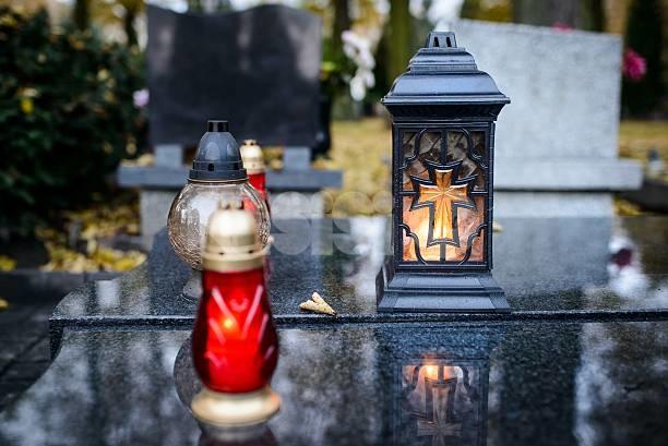Le lampade votive del cimitero di Santa Maria degli Angeli da circa 20 giorni sono spente