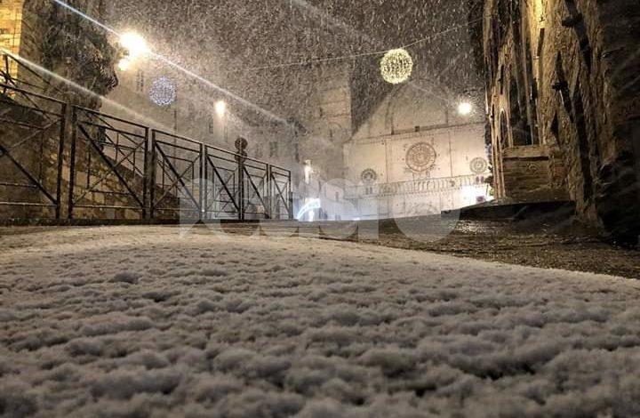 Nuova perturbazione di neve in Umbria, fiocchi anche su Assisi