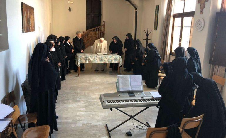 Papa Francesco a Spello: a sorpresa dalle clarisse del Monastero di Vallegloria