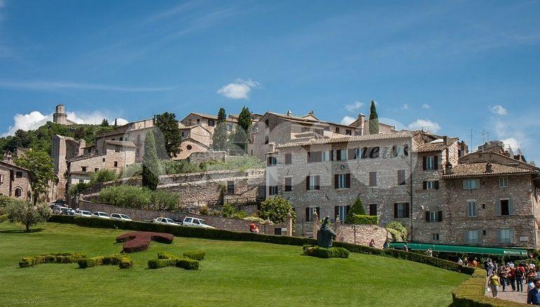 """Turismo, l'analisi del M5S Assisi: """"Sproporzione dell'offerta rispetto alla domanda"""""""