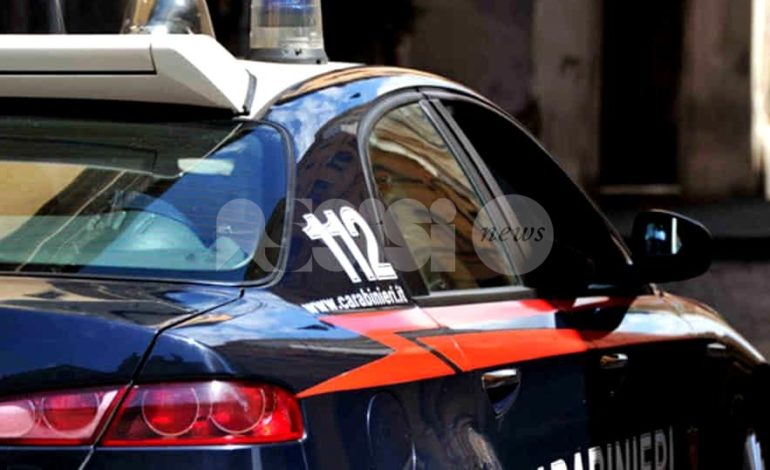 Spacciatore bloccato e denunciato dai Carabinieri dopo inseguimento