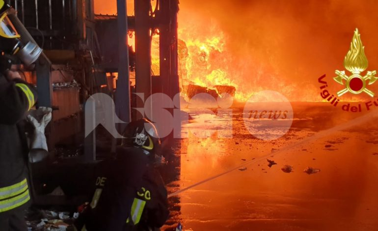 Incendio in un capannone di rifiuti a Ponte San Giovanni, nessun provvedimento per Assisi
