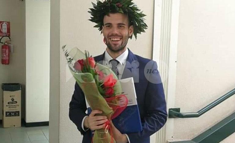 Andrea Migliosi si è laureato col massimo dei voti: i complimenti della famiglia