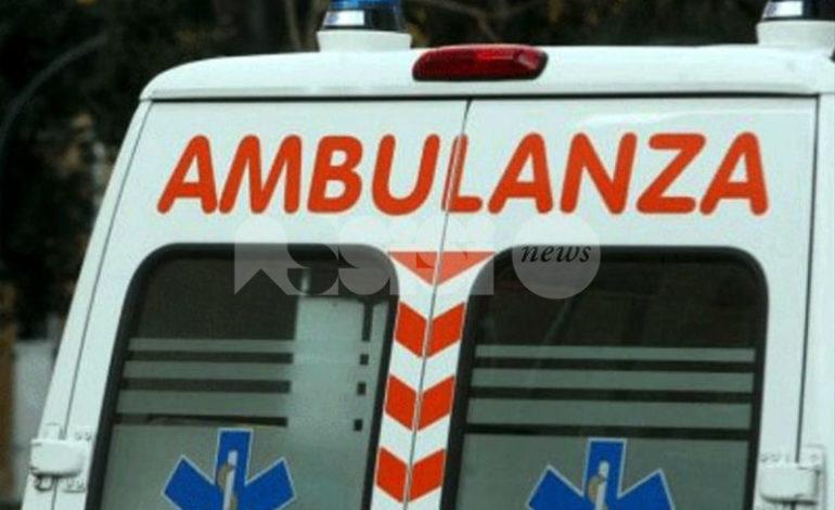 Incidente a Bastia Umbra, auto investe passante e scappa: donna in ospedale