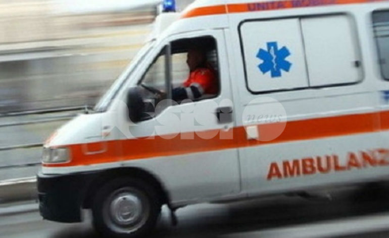 Incidente in via Valecchie ad Assisi, auto ribaltata: la conducente ha perso il controllo