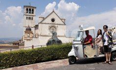 Un modo insolito di visitare Assisi: girando con l'Ape Calessino