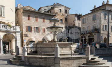 """""""Rubate"""" le monete nella fontana di Piazza del Comune: ma di chi sono?"""