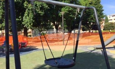 Atti vandalici ai giardini Marconi, danneggiati i giochi inclusivi