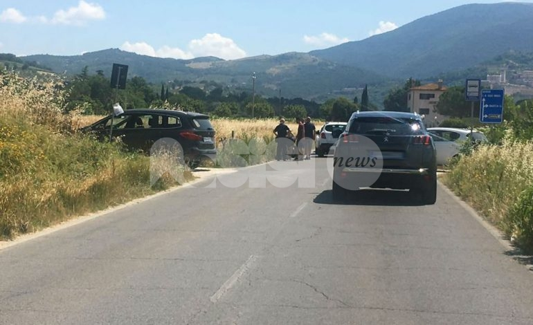 Scontro tra auto e scooterone a Campiglione, un ferito lieve