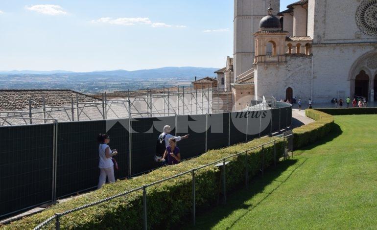 Il muretto di San Francesco alzato a un metro per motivi di sicurezza