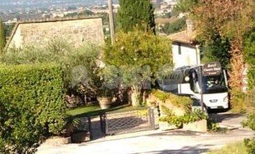 Nuovo pullman incastrato in via Valecchie, via è senza pace (foto)