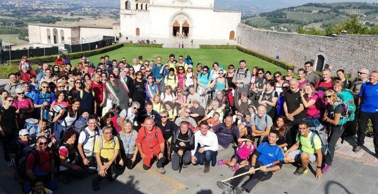 Sentiero di Francesco 2019, tanti pellegrini in marcia da Assisi a Gubbio