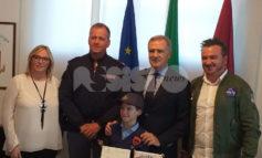 Agenti uccisi a Trieste, un bambino di Assisi emoziona la Questura di Perugia (foto)
