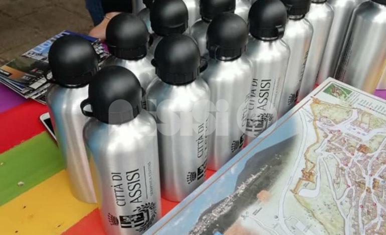 Borracce di alluminio riciclato per gli studenti delle scuole di Assisi